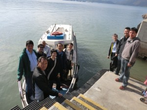 The architects who joined the study group going to Lai Chi Wo via Sha Tau Kok Pier. 建築師經沙頭角碼頭往荔枝窩考察。